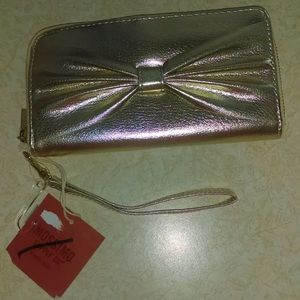 Mossimo supplyco gold faux leather hand clutch NWT
